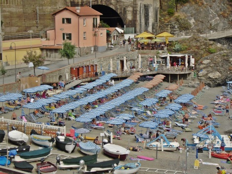 Monterosso, beach detail