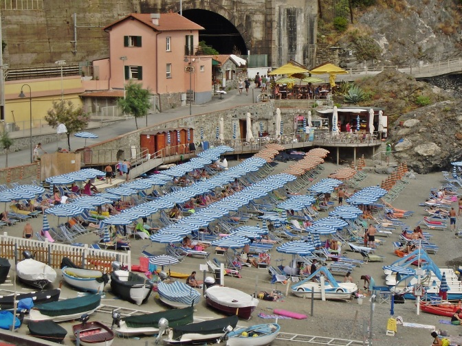 Monterosso, beach detail