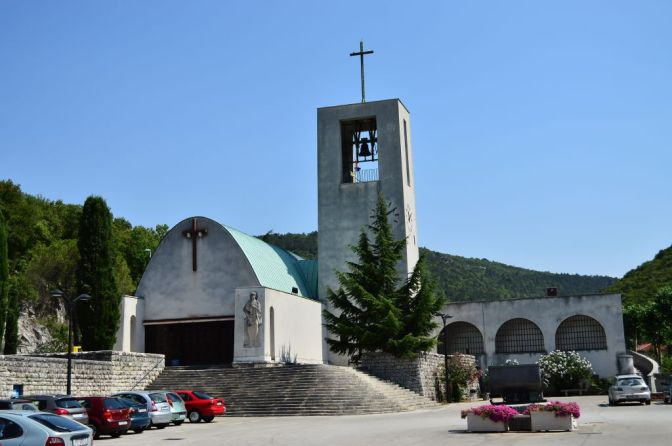 Raša, main square and the church of St Barbara