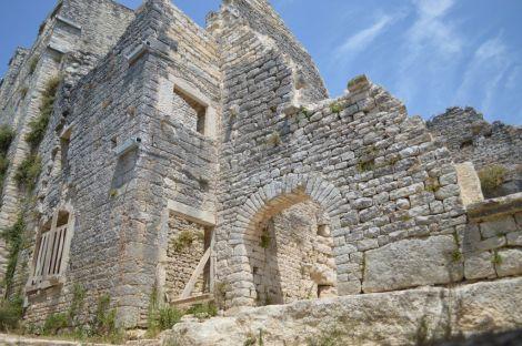 Dvigrad ruins