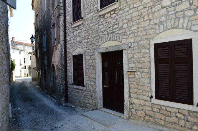 Sveti Lovreč, still street life