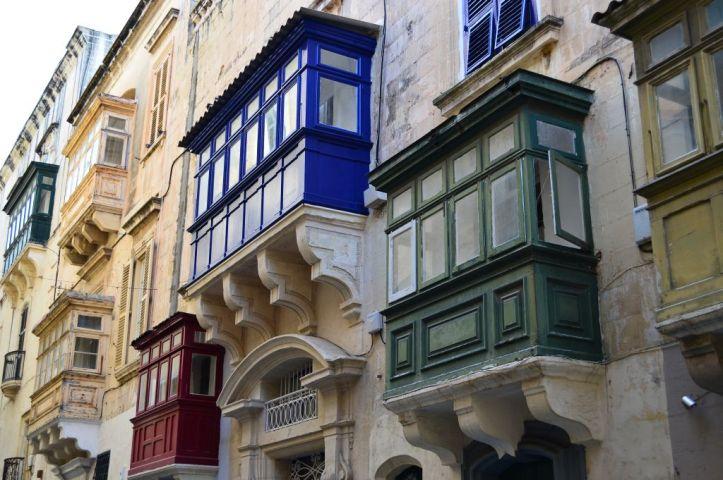 Colorful gallerijas of Valletta